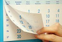 kalender die wordt omgedraaid voor het nieuwe jaar. Zorg dat u op tijd bent met het overstappen naar een nieuwe boekhouder.